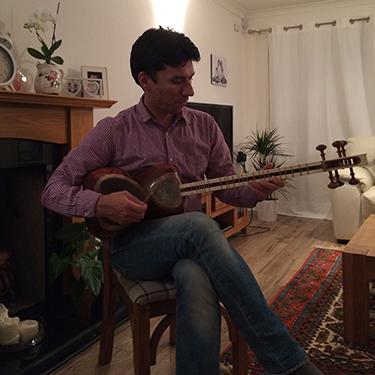 Vahid and his tar