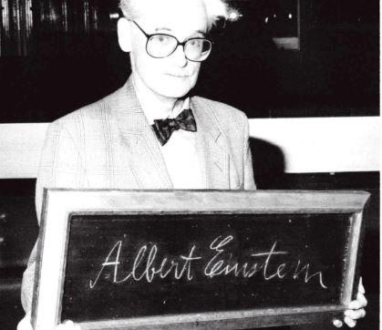 Douglas Broadbent and Einstein's signature