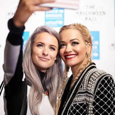 Snapping a quick selfie which pop star and X Factor judge, Rita Ora!